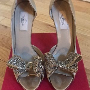 Valentino beige heels with crystal bow
